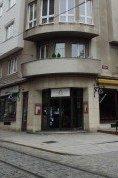 Malý nákladní výtah v restauraci v Plzni