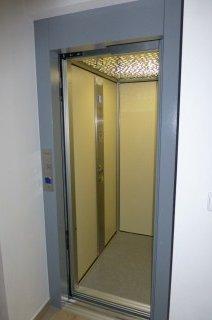 Výtahové dveře plošiny