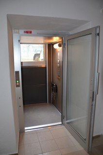Výtahová plošina v Gymnáziu v Sušici