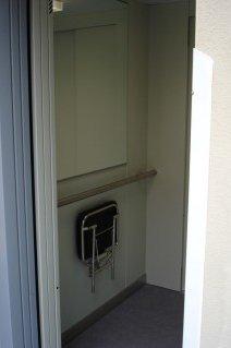 Kabinový prostor osobního hydraulického výtahu