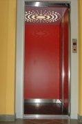 Výtahové dveře hydraulického výtahu Říčany