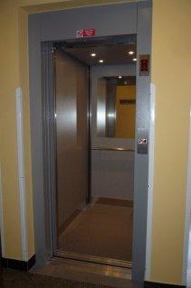 Lanový výtah bez strojovny FREE v úřadu MČ Praha 14