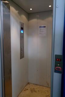 Kabina a ovládání osobního hydraulického výtahu