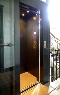 Výtahové dveře a kabina