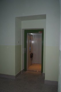 Osobní hydraulický výtah v Gymnáziu Nymburk