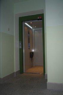 Opravy výtahů na gymnáziu v Nymburku