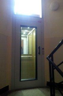 Výtahové dveře osobního výtahu