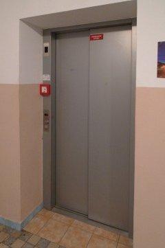 Výtahové dveře evakuačního výtahu