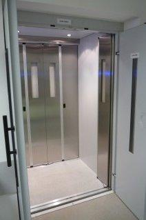 Hydraulický výtah v areálu KB