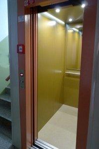 Nový výtah v panelovém domě