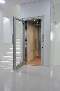 Zakomponování výtahu do interiéru domu