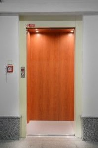 Osobní výtah na Japonském velvyslanectví v Praze