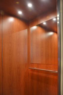 Kabina výtahu se zrcadlem