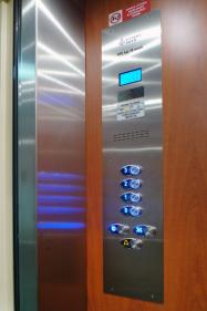 Výtahy Praha - tlačítka na ovládání v kabině