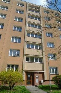 Modernizace výtahu v panelovém domě v Plzni