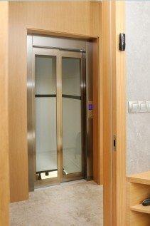 Osobní hydraulický výtah v Mšeckých Žehrovicích