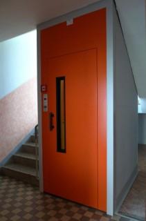 Výtahové dveře zrekonstruovaného výtahu