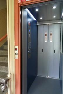 Kabina s ovládáním výtahu