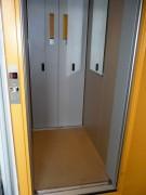 Kabinový prostor rekonstruovaného výtahu