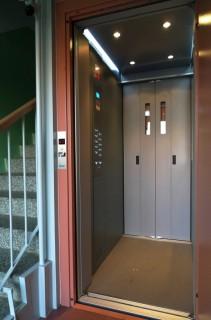 Kabina výtahu v panelovém domě