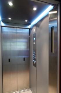 Kabina a ovládání výtahu