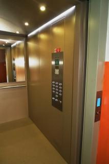 Kabina osobního výtahu v Plzni