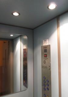 Kabina výtahu v bytovém domě v Plzni