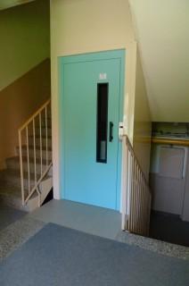 Výtahové dveře v bytovém domě